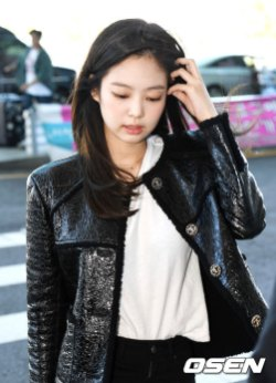 51-BLACKPINK-Jennie-Airport-Photos-Incheon-to-France-Paris-Fashion-Week