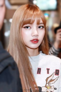 6-BLACKPINK-Lisa-Airport-Photo-Gimpo-19-September-2018