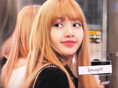 6-BLACKPINK-Lisa-JFK-Airport-Photo-New-York-City