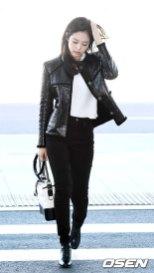 61-BLACKPINK-Jennie-Airport-Photos-Incheon-to-France-Paris-Fashion-Week