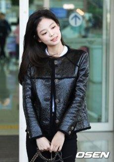 67-BLACKPINK-Jennie-Airport-Photos-Incheon-to-France-Paris-Fashion-Week