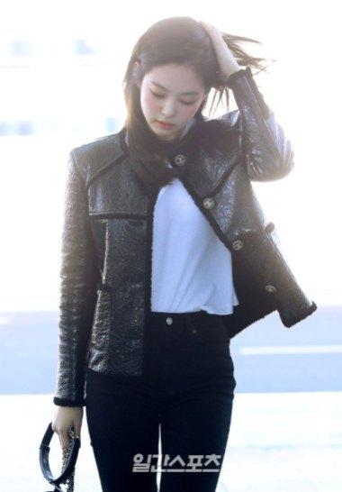 75-BLACKPINK-Jennie-Airport-Photos-Incheon-to-France-Paris-Fashion-Week
