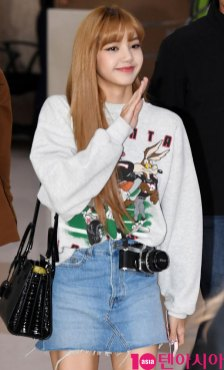 8-BLACKPINK-Lisa-Airport-Photo-Gimpo-19-September-2018