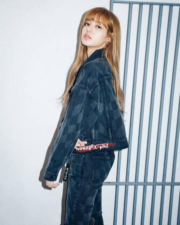 8-BLACKPINK Lisa X-girl Japan Nonagon Collaboration