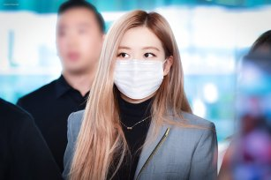 8-BLACKPINK-Rose-Airport-Photo-Incheon-Seoul-From-New-York