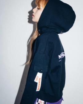 9-BLACKPINK Lisa X-girl Japan Nonagon Collaboration