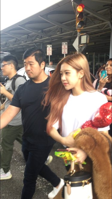 9-BLACKPINK Rose JFK Airport Photo New York City