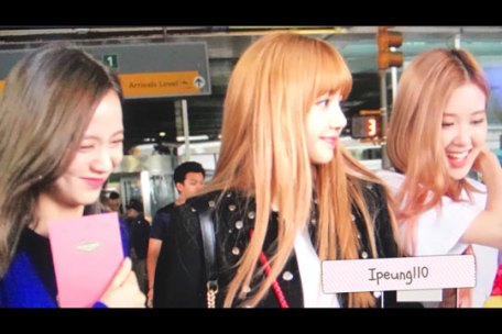 cover-BLACKPINK-Jisoo-Rose-Lisa-JFK-Airport-Photo-New-York-City