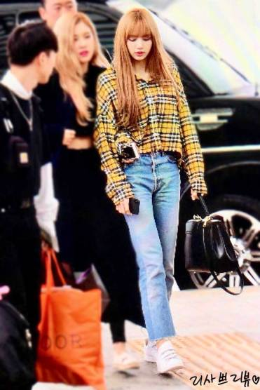 1-BLACKPINK-Lisa-Airport-Photos-Incheon-5-October-2018