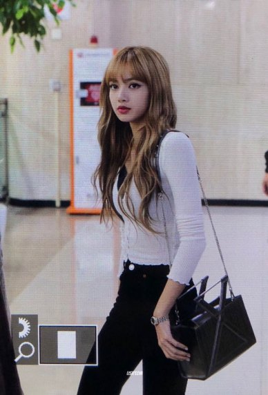 10-BLACKPINK-Lisa-Airport-Photo-10-October-2018-From-Japan