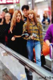 10-BLACKPINK-Lisa-Airport-Photos-Incheon-5-October-2018