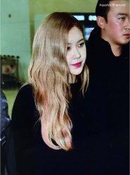 10-BLACKPINK Rose Airport Photos Incheon 5 October 2018
