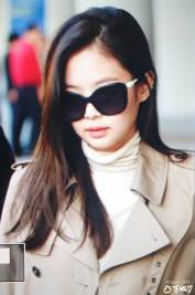 11-BLACKPINK-Jennie-Airport-Photo-4-October-2018-from-Paris