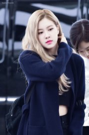 11-BLACKPINK-Rose-Airport-Photos-Incheon-5-October-2018