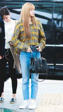 13-BLACKPINK-Lisa-Airport-Photos-Incheon-5-October-2018