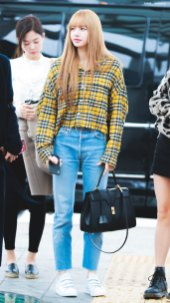 14-BLACKPINK-Lisa-Airport-Photos-Incheon-5-October-2018