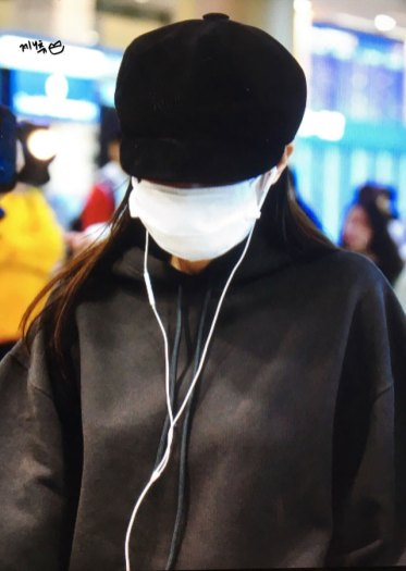 15-BLACKPINK-Jennie-Airport-Photos-Incheon-7-October-2018