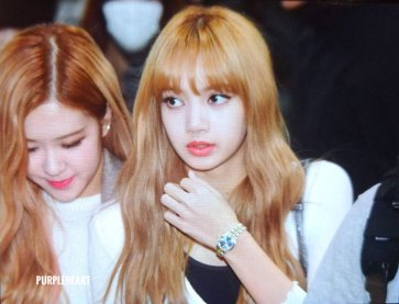 15-BLACKPINK-Lisa-Airport-Photo-10-October-2018-From-Japan