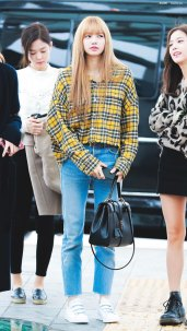 15-BLACKPINK-Lisa-Airport-Photos-Incheon-5-October-2018
