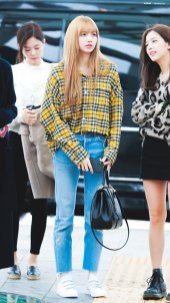 16-BLACKPINK-Lisa-Airport-Photos-Incheon-5-October-2018