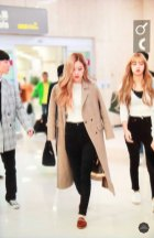 17-BLACKPINK-Rose-Airport-Photo-10-October-2018-From-Japan