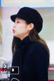 18-BLACKPINK-Jennie-Airport-Photos-9-October-2018-to-Japan