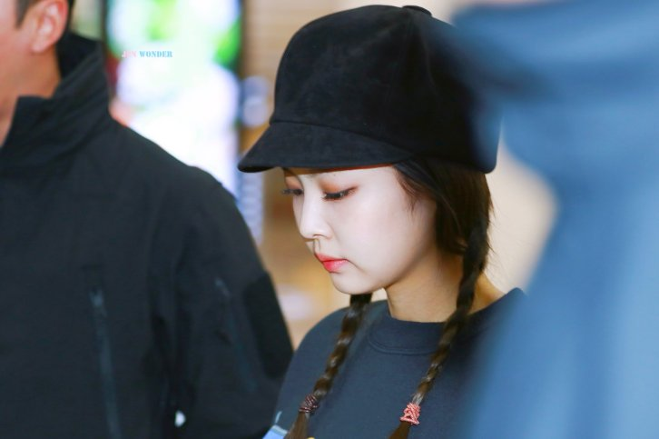 20-BLACKPINK Jennie Airport Photo 10 October 2018 From Japan
