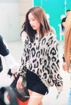 20-BLACKPINK-Jisoo-Airport-Photos-Incheon-5-October-2018
