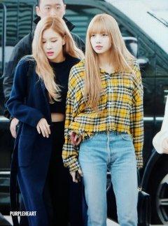21-BLACKPINK Lisa Airport Photos Incheon 5 October 2018