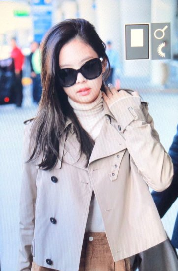 22-BLACKPINK Jennie Airport Photo 4 October 2018 from Paris