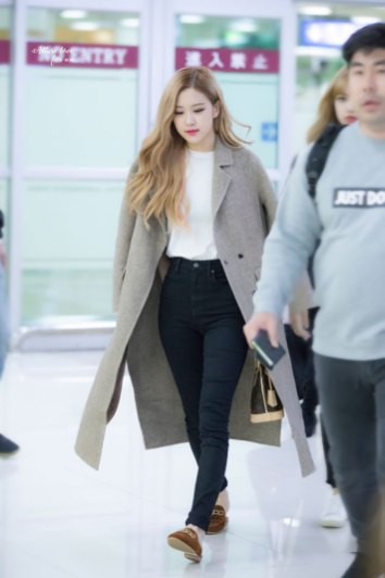 24-BLACKPINK-Rose-Airport-Photo-10-October-2018-From-Japan