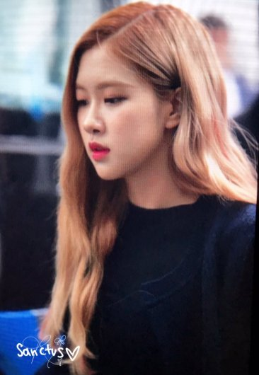 25-BLACKPINK Rose Airport Photos Incheon 5 October 2018