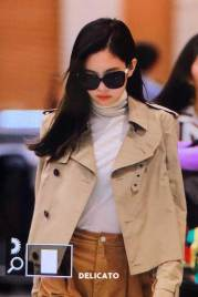 27-BLACKPINK-Jennie-Airport-Photo-4-October-2018-from-Paris