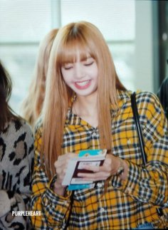 28-BLACKPINK Lisa Airport Photos Incheon 5 October 2018