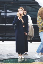 28-BLACKPINK-Rose-Airport-Photos-Incheon-5-October-2018