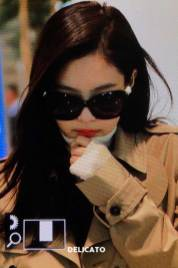 29-BLACKPINK-Jennie-Airport-Photo-4-October-2018-from-Paris