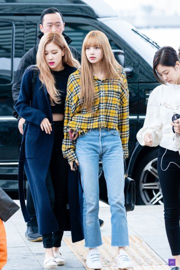 29-BLACKPINK-Lisa-Airport-Photos-Incheon-5-October-2018