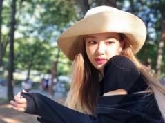 3-BLACKPINK Rose Instagram Photo 30 September 2018 wear hat