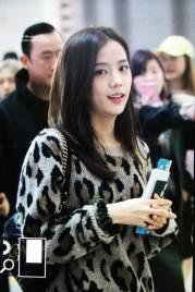 30-BLACKPINK-Jisoo-Airport-Photos-Incheon-5-October-2018