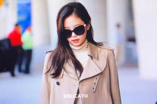 31-BLACKPINK-Jennie-Airport-Photo-4-October-2018-from-Paris