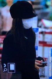 31-BLACKPINK-Jennie-Airport-Photos-9-October-2018-to-Japan