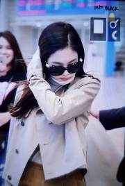 34-BLACKPINK-Jennie-Airport-Photo-4-October-2018-from-Paris
