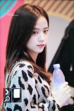 34-BLACKPINK-Jisoo-Airport-Photos-Incheon-5-October-2018
