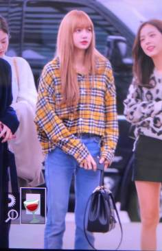 38-BLACKPINK-Lisa-Airport-Photos-Incheon-5-October-2018