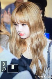 4-BLACKPINK-Lisa-Airport-Photo-10-October-2018-From-Japan