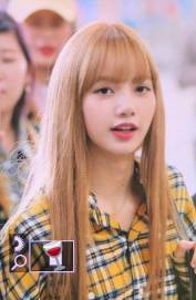 40-BLACKPINK-Lisa-Airport-Photos-Incheon-5-October-2018