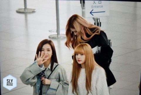 41-BLACKPINK-Rose-Airport-Photos-Incheon-Fukuoka-7-October-2018