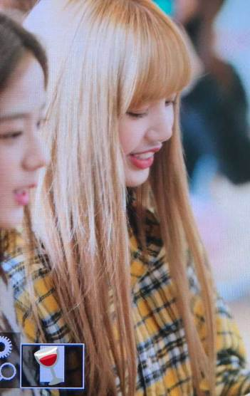 44-BLACKPINK-Lisa-Airport-Photos-Incheon-5-October-2018