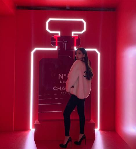 5-BLACKPINK Jennie CHANEL Red Museum Gangnam Station