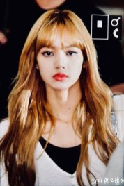 5-BLACKPINK-Lisa-Airport-Photo-10-October-2018-From-Japan